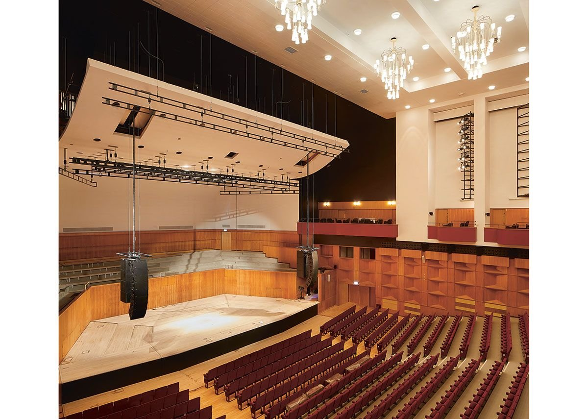 The canopy above the stage in the concert hall works hard with services and stage equipment.