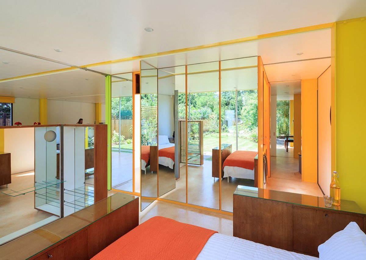 Richard Rogers's Wimbledon House. The restored house with furniture by Ernesto Rogers. Photograph by Iwan Baan.