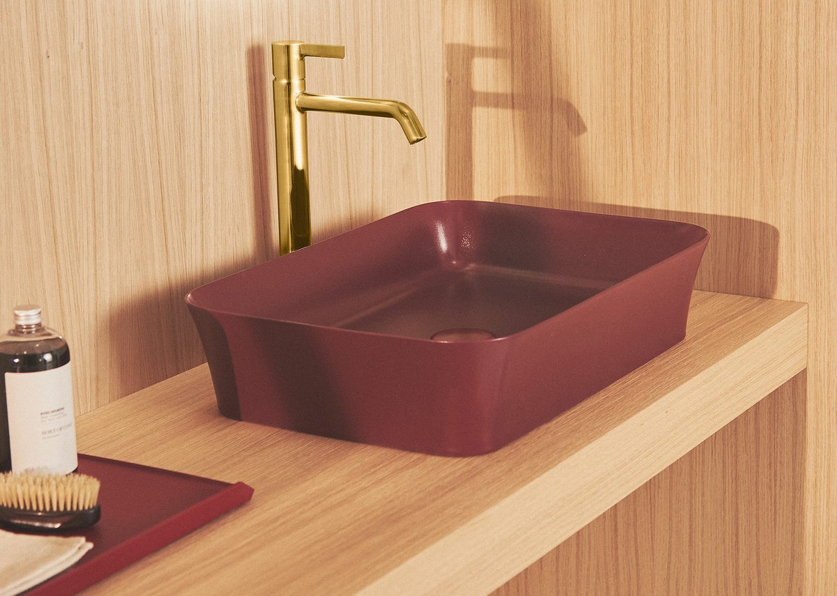 Ipalyss Vessel 55x38cm washbasin in Pomegranate with Joy Vessel mixer tap in Brushed Gold and Conca worktop in Light Oak.