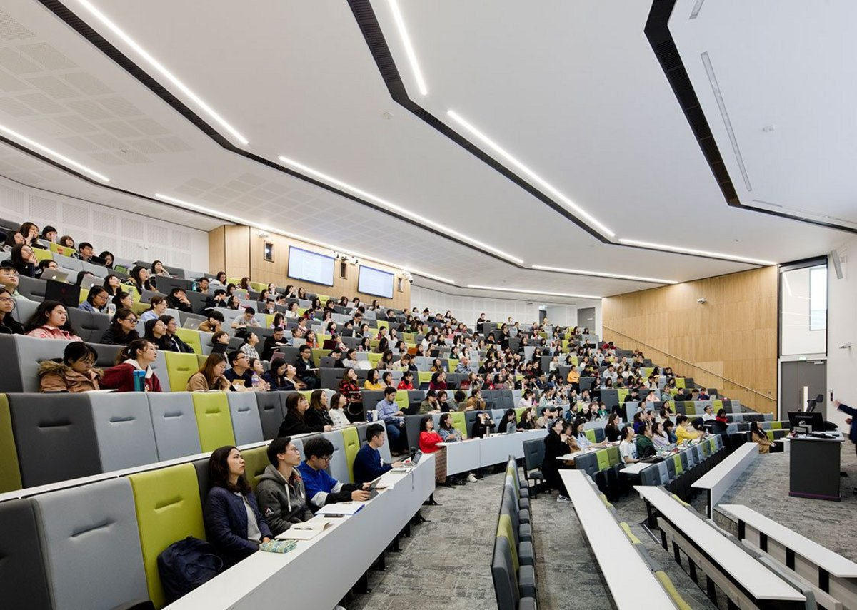 The 500-seat lecture theatre, largest in the university, has access on two levels for rapid changeover.