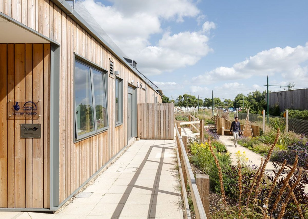 The Velfac window delivers uniform sightlines across all units and this was used at Seaton Jurassic visitor centre to underpin an aesthetic focused on clean lines and large expanses of glass.