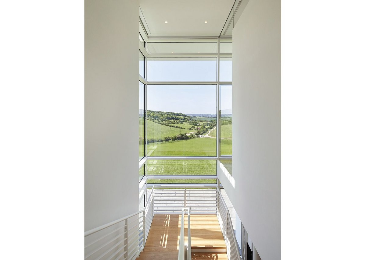 The facade maximises extensive views of the Oxfordshire countryside.