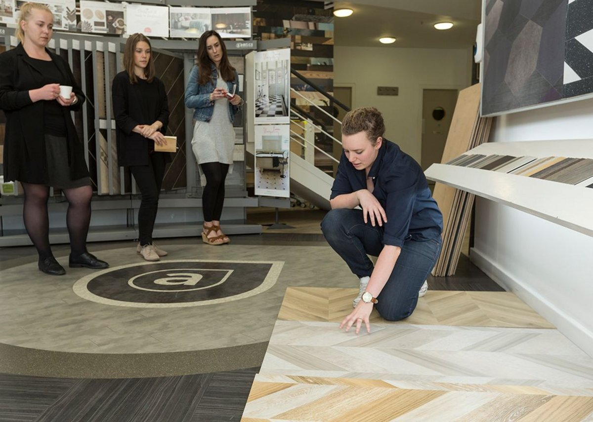 Amtico senior designer Sarah Escott explains the variety of laying patterns and product designs that the participants can work with.