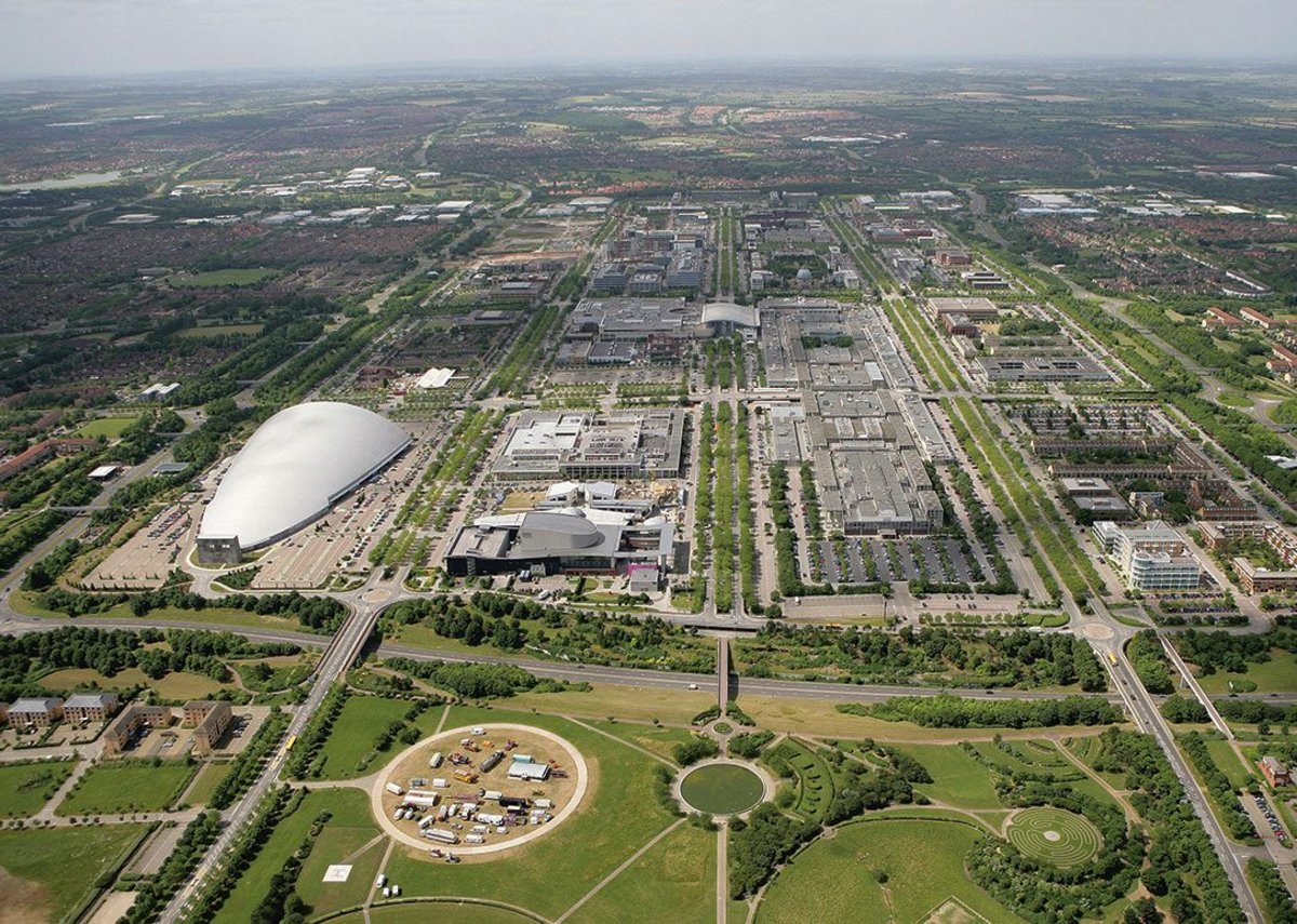 The classic view of Milton Keynes, straight down Midsummer Boulevard, built pretty much as originally masterplanned with the late arrival of the 'Snowscape' hangar, left.