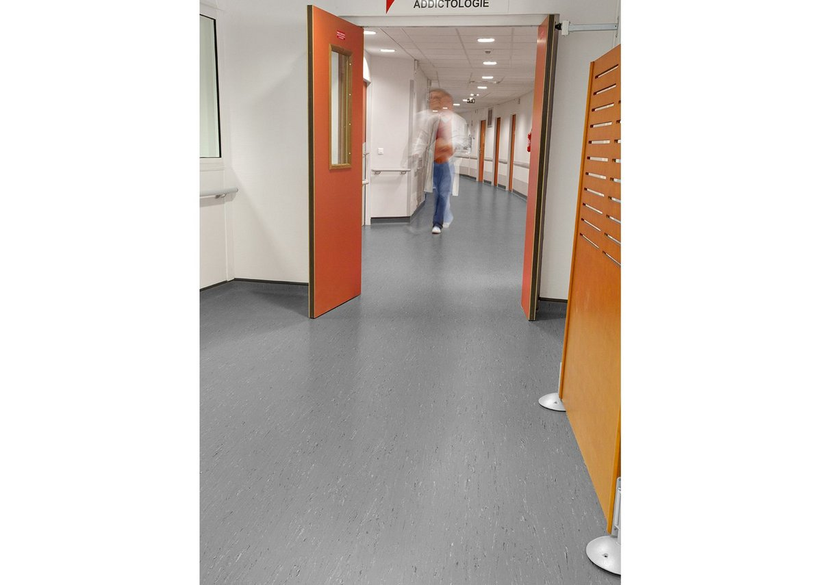 Gerflor's Mipolam Troplan flooring in dark grey.