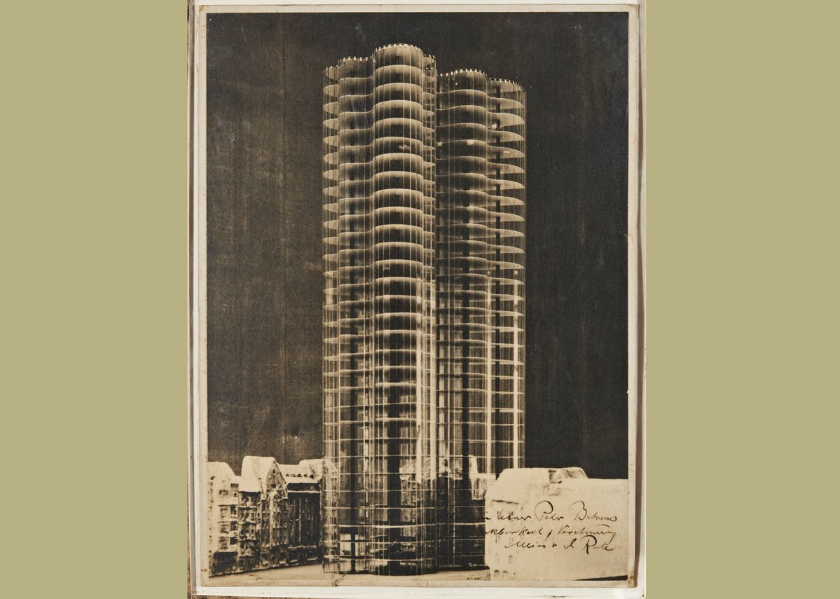 Ludwig Mies van der Rohe, photomontage showing the model for a glass skyscraper for the Berlin Friedrichstrasse, 1922.