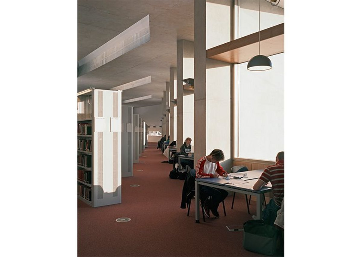 Concrete fins in the 2007 library extension