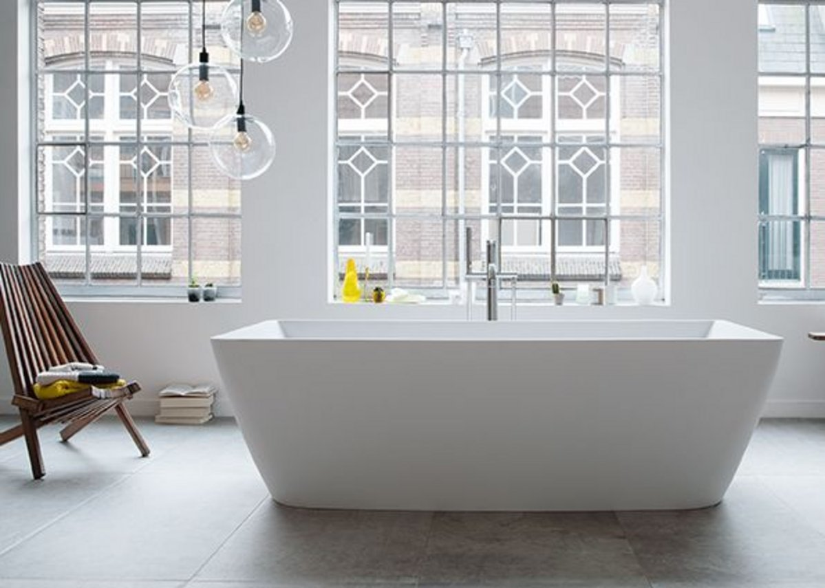 Precise lines and a warm, solid feel: freestanding DuraSquare bathtub made from innovative cast material DuraSolid