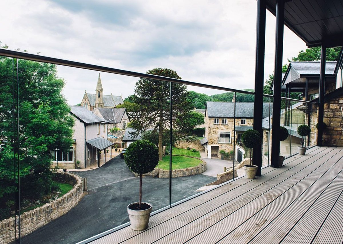 The Easy Glass Pro balustrade system allows unobstructed views from the balconies.