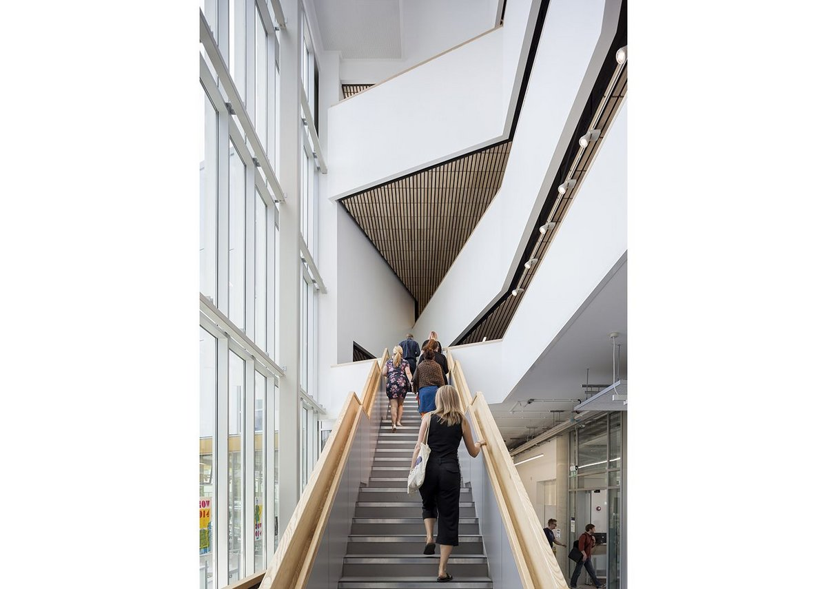 The atrium along the east side of the building visually connects faculty entrance, courtyard and studios