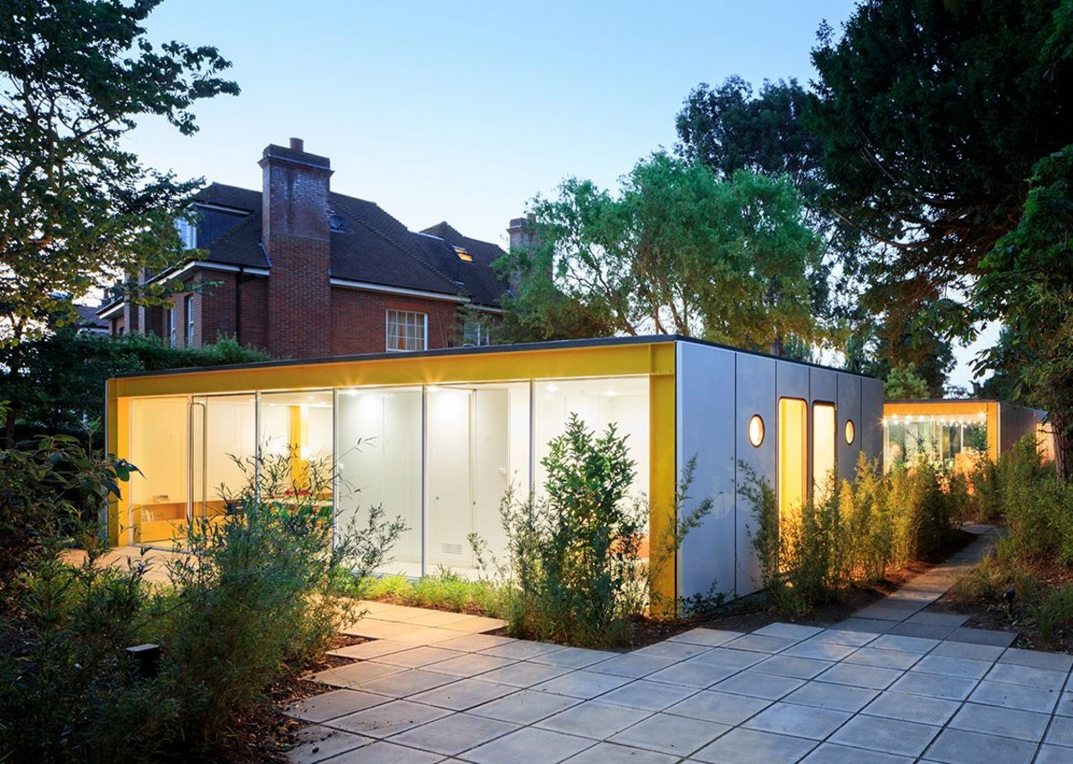 Richard Rogers's Wimbledon House, showing the lodge with the main house to the rear. Photograph by Iwan Baan.