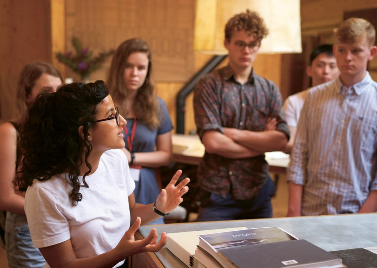 Mohamed teaching at the Architectural Drawing Summer School at Hauser & Wirth, 2017.