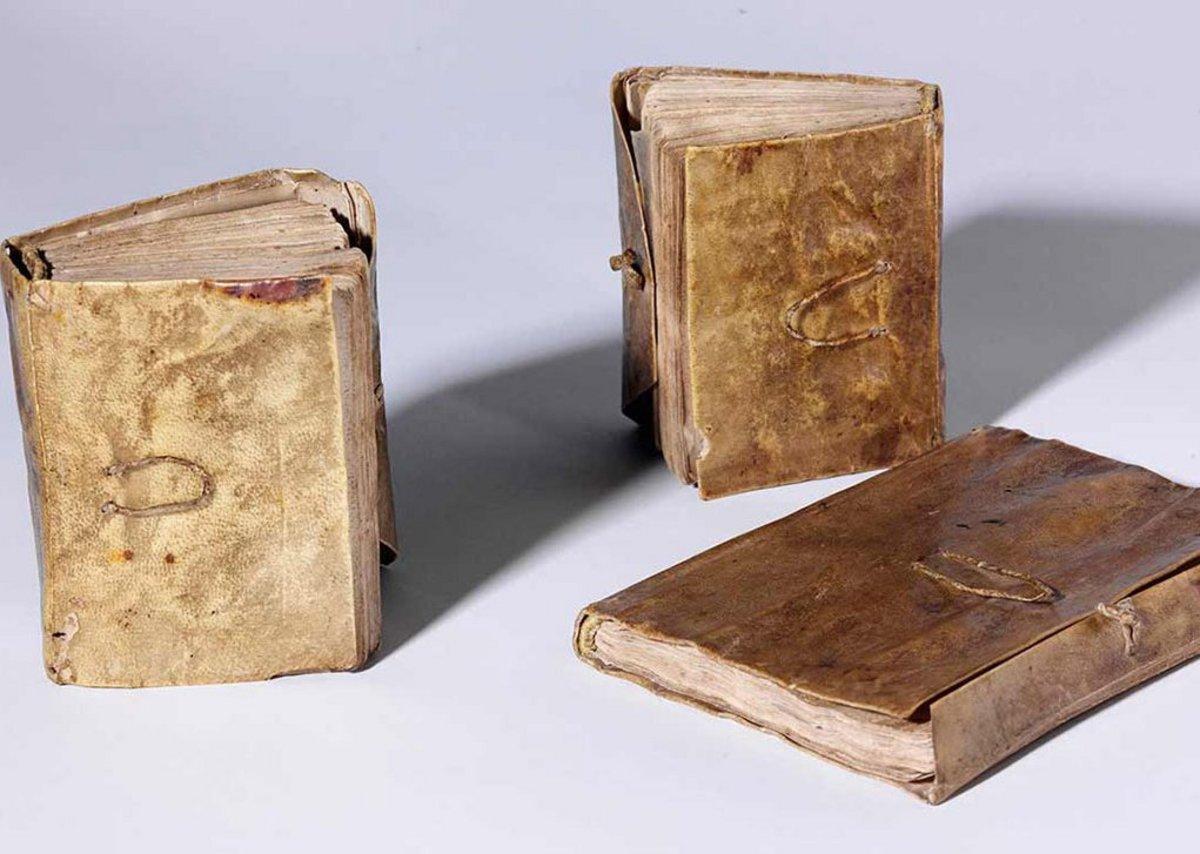 A number of Leonardo da Vinci's notebooks can be seen on the Victoria & Albert Museum website. (Left to right-) Codex Forster II, folio 10 verso and folio 11 recto, Leonardo da Vinci, late 15th century, Italy. Museum no. MSL1876Forster141II. © Victoria and Albert Museum, London
