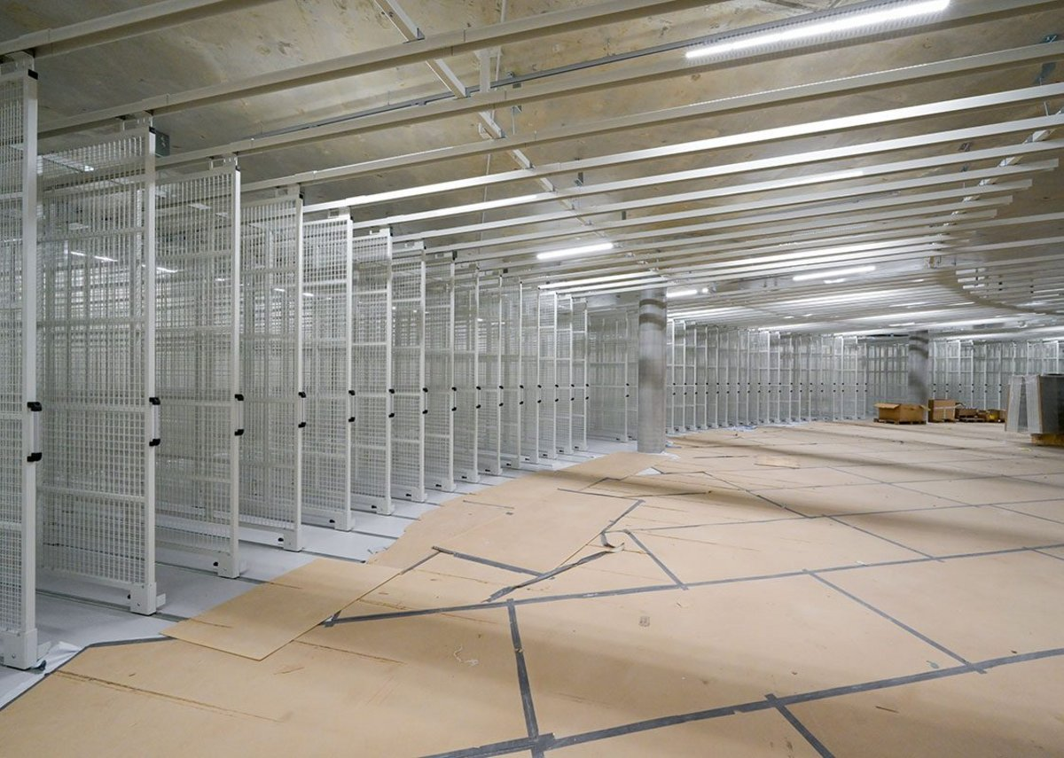 The building's main purpose is to provide safe and secure storage for the museum's artworks in a compact way.