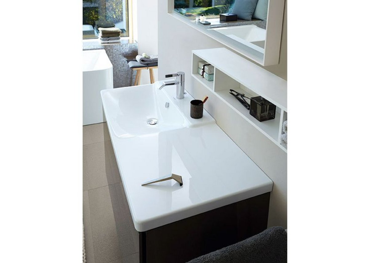 The asymmetrical vanity basin (1050mm width)  offers a generous surface area on either left or right