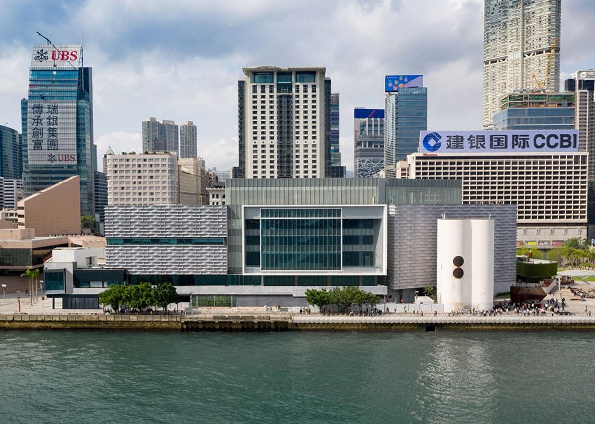 Hong Kong Museum of Art was established in 1962 and is the first public art museum in the city. It houses an art collection of over 17,000 items.
