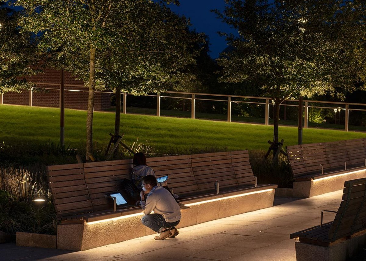Even permanent seating is part of the lighting strategy. External USB sockets are charged by paving 'collectors'.