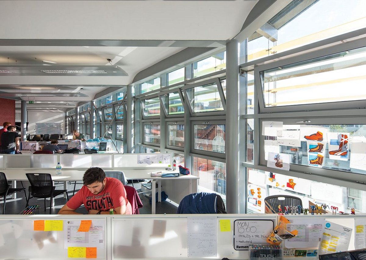 Study spaces are conditioned by the double skin, making them comfortable as well as lending visual excitement.