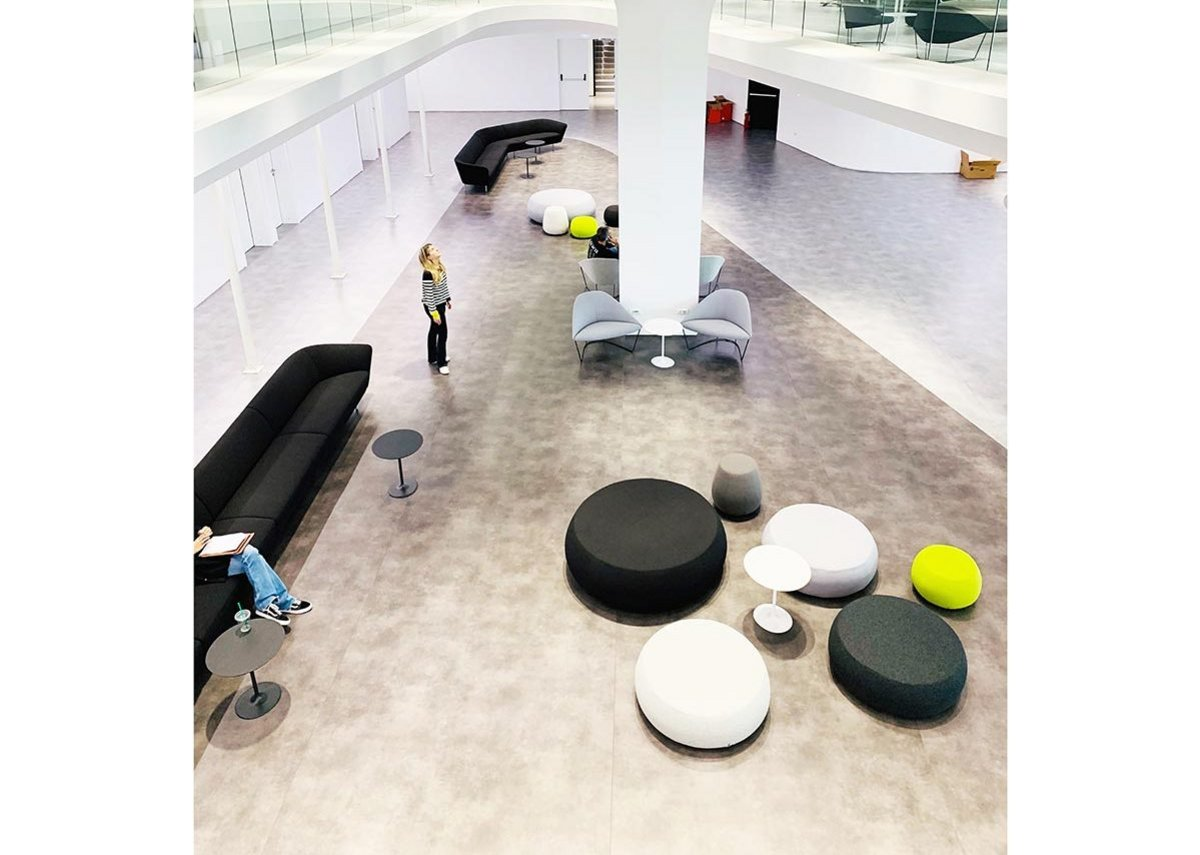 LC Architects has created a fluid, open space to facilitate collaborative working.