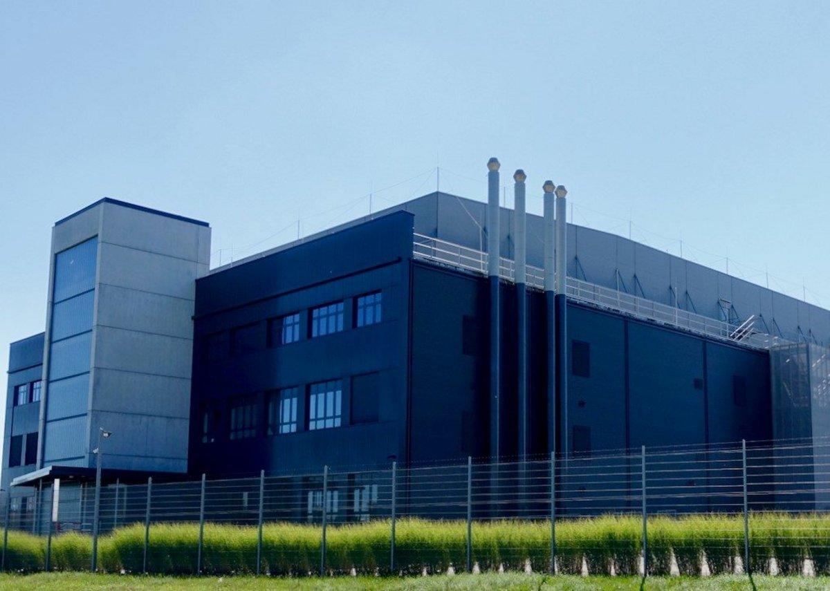 Stamisol Safe One behind open-work metal cladding at a datacentre in Switzerland. ATP Architekten Ingenieure, Zurich.