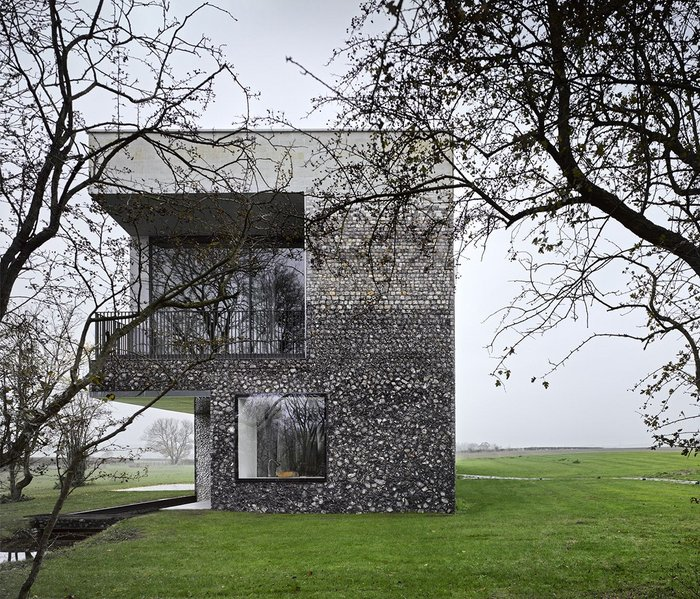 Flint House, Buckinghamshire – Skene Catling de la Pena. Click on the image