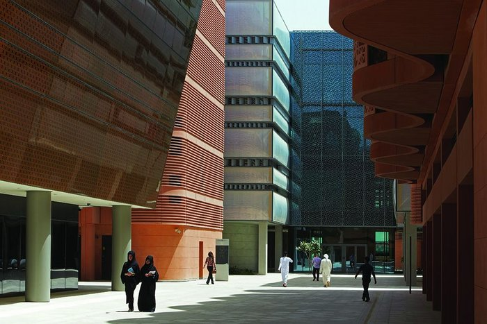 Siemens acts as another city building block attached to the central complex of buildings making up the Masdar Research Institute.