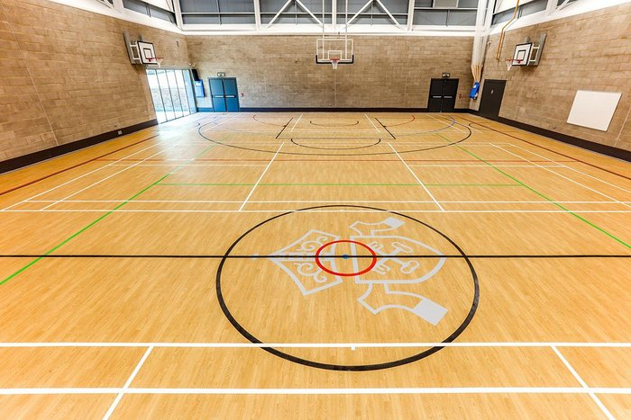 Taraflex at Becket Keys school in Essex. The Gerflor sports flooring requires no polish and features a double density foam backing.