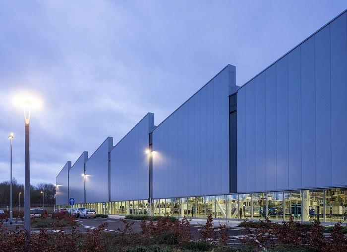 Exterior of Jaguar Land Rover Engine Manufacturing Centre, Wolverhampton, designed by Arup Associates