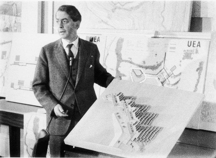 Denys Lasdun explaining his plans for the University of East Anglia.