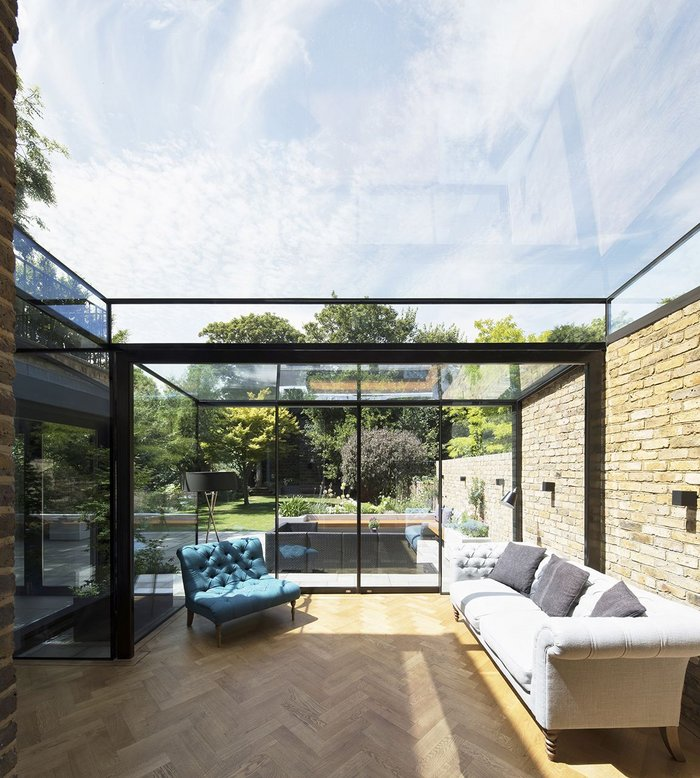 Maxlight glazing opens up the ceiling space across a 4m span.