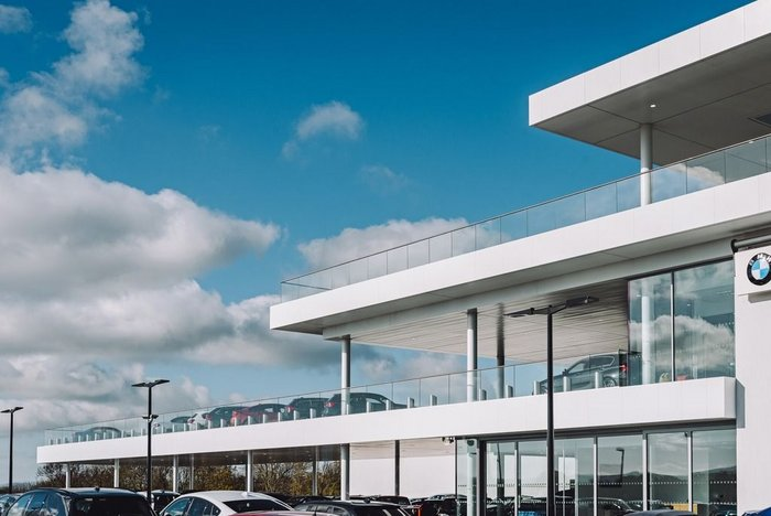 Cotswold Cheltenham BMW retail centre in Gloucestershire with Q-railing frameless glass railings. MDG Architects/Revival Developments.