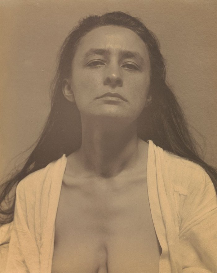 Georgia O'Keeffe photographed by Alfred Stieglitz, 1918. The J Paul Getty Museum, Los Angeles.