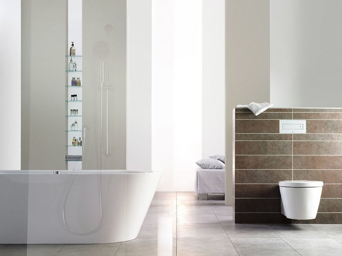 Toilets on pre-wall frames allow effective cleaning right up to the wall.