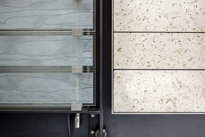 Alignment of kiln-fired glass planks and open-textured Portland-stone glass cladding at WCEC.