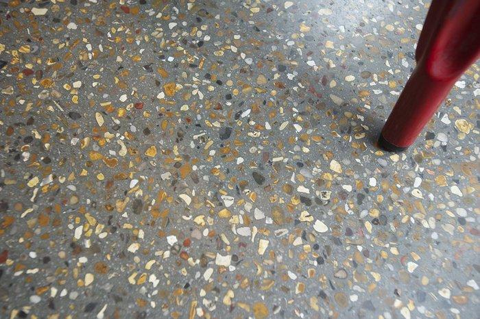 Light, medium or heavy diamond polishing gives matt (satin), medium shine or glossy finishes.