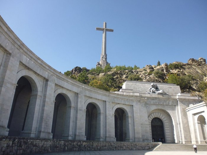 Diego de Méndez's 150m high granite cross marks the position of the cupola.