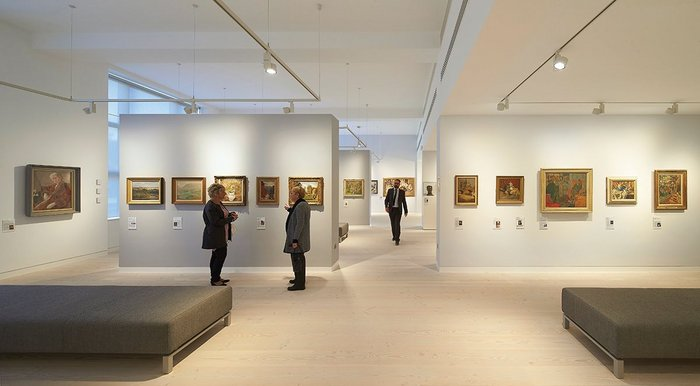 The ground floor of the first (east) library is now the university's art gallery, designed to museum standards.