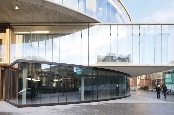 The school's orthogonal first floor defers to the facade of the Oxford University Press building opposite and acts as a plinth for the disc-like machinations above.