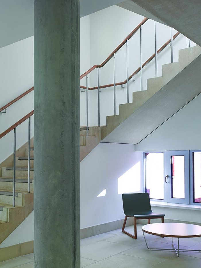 The staircases are economical in their structure and simple in their finishes.