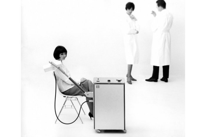 Advertisement for Erbotherm, heat therapy unit designed by Tomás Maldonado with Gui Bonsiepe and Rudolf Scharfenberg, 1962, for manufacturer Erbe Elektromedizin. Photo: Wolfgang Siol, courtesy HfG-Archiv/Ulmer Museum.