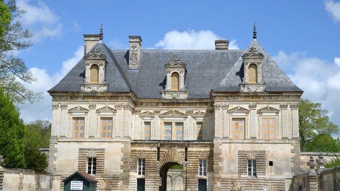 Petit Chateau de Tanlay,  Pierre Le Muet between mid 1550s - 1610.