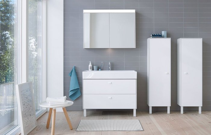 Brioso console vanity units are available in two thicknesses, with variable widths and two depths. Floorstanding (shown here) and wall-hung versions are also available.