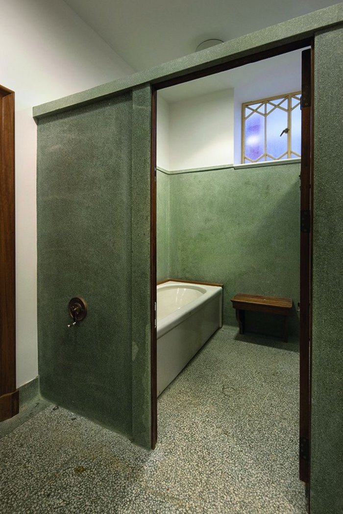 Preserved original bath cubicle – still in working order.