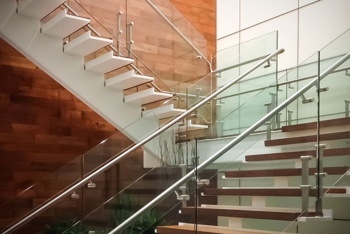 HDI Railing Systems' Kubit balustrade features trademark elliptical posts that hide all mechanical connections from view.