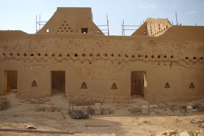 Restoration of the mud houses and palaces in Derayia.