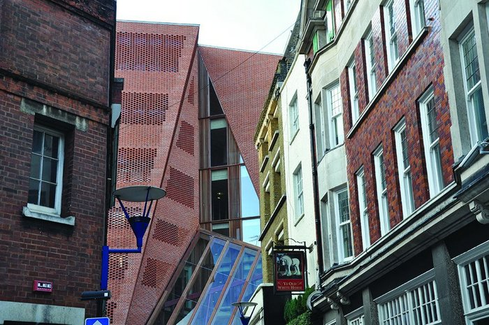 Glimpsed views of the facade from narrow neighbouring streets are carefully composed to draw the eye.