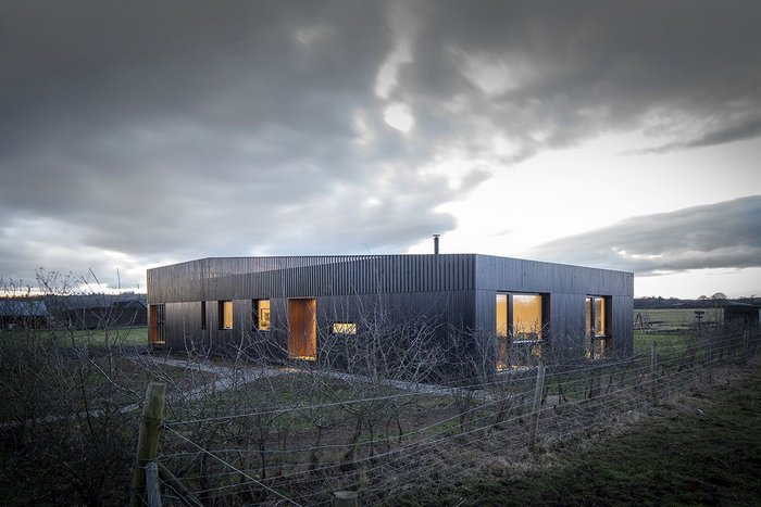 Howe Farm, Buckinghamshire – IPT Architects. Click on the image