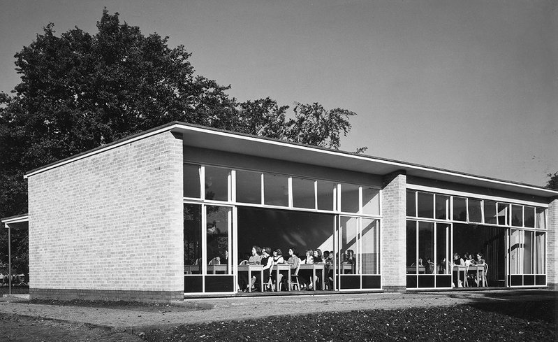 Village College, Impington, view of the end of the classroom wing, 1939, by Maxwell Fry and Walter Gropius.