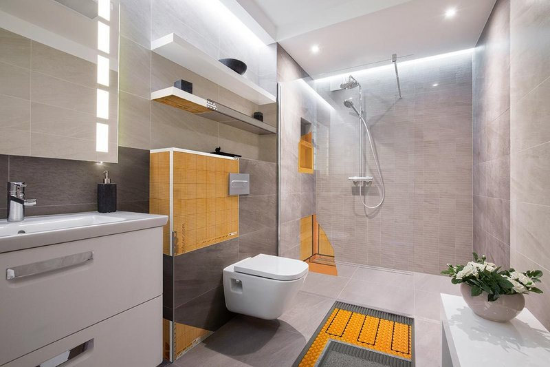 Schlüter's floor-level showers guarantee a trouble-free step in without trip hazards.