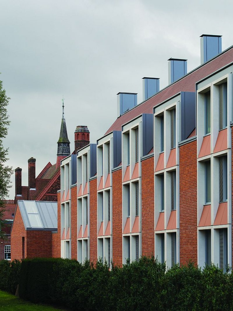 An elegant rhythm is set by the expression of the north east facing paired windows. Beyond is the low roof of the recast swimming pool and the back of the college's dining hall.